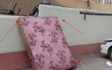 租房子千万要换床垫子,里面可能有虫子,据说有些虫子还传染疾病